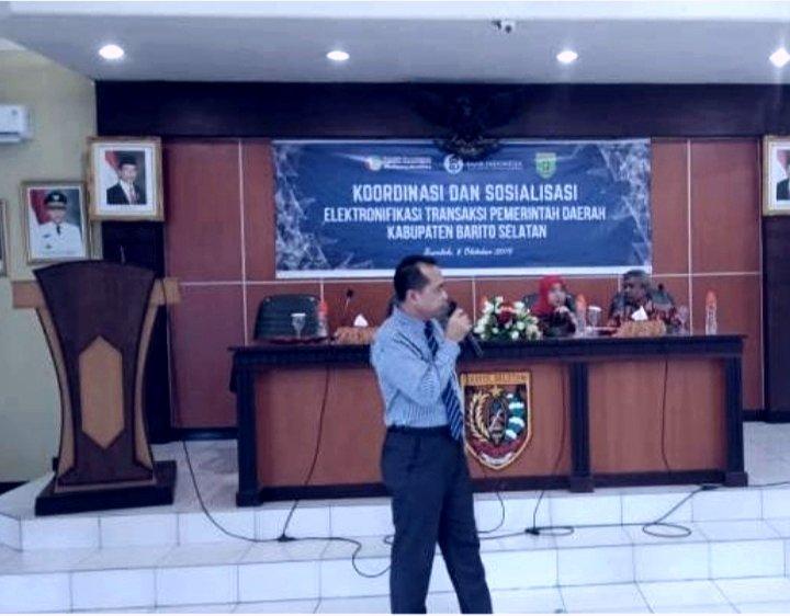 Pimpinan Bank Kalteng Cabang Buntok Sriyanto, saat memberikan materi kepada sejumlah Bendahara SOPD Barsel.